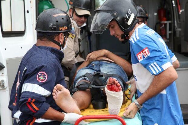 Motociclista bate em Vectra e é arremessado por aproximadamente cinco metros