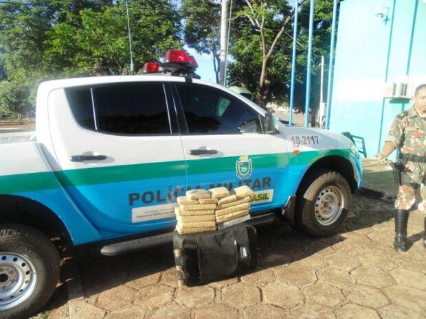 Policia apreende tabletes de maconha em táxi