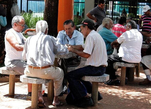 Praça Ary Coelho - Tradicional ponto de encontro entre velhos e novos amigos, movimenta o centro da