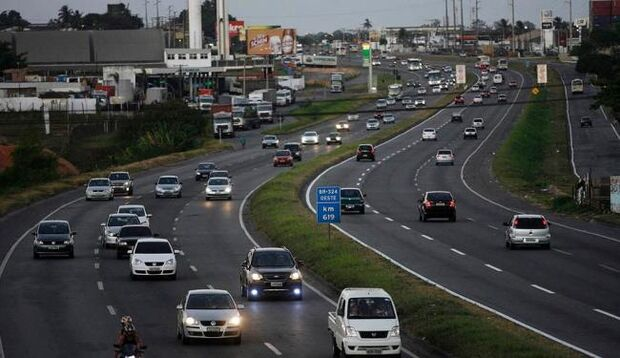 Faróis acesos em rodovias do Estado será obrigatório por lei