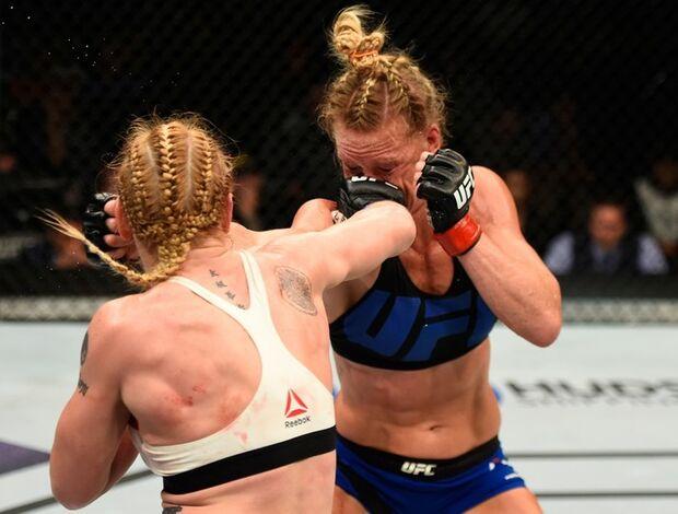 Cirúrgica e segura, Shevchenko vence Holm na luta principal do UFC Chicago