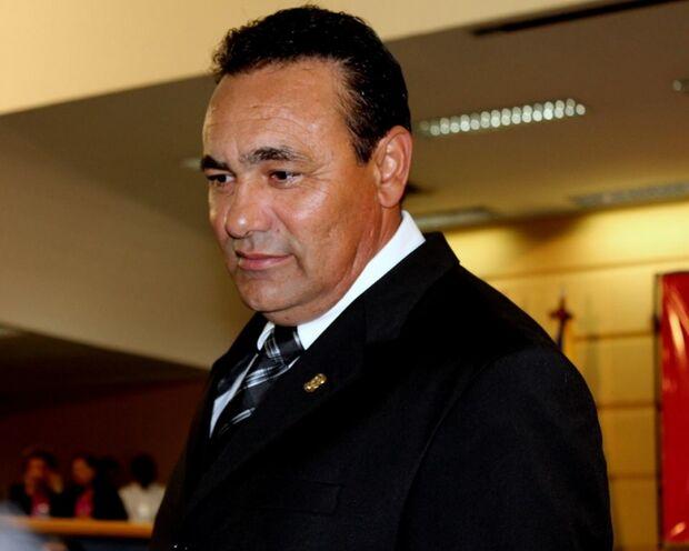 Carlão diz, em discurso, que permanece no PSB