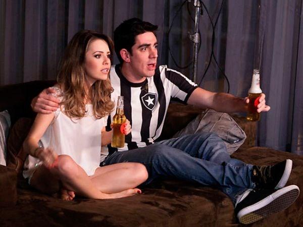 Sandy lança clipe fazendo par romântico com Marcelo Adnet