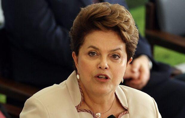 Dilma anuncia R$ 13,5 bi em saneamento e pavimentação