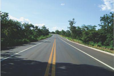 Grávida ajuda quadrilha no roubo de veículo em rodovia de MS