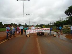 Rodovia MS-156 volta a ser fechada pelos indígenas em protesto