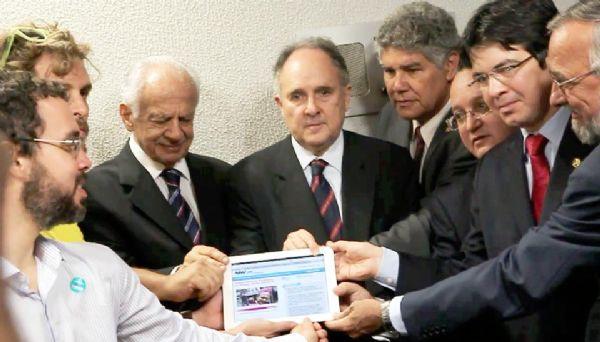Senado recebe abaixo-assinado com 1,6 milhão de assinaturas contra Renan
