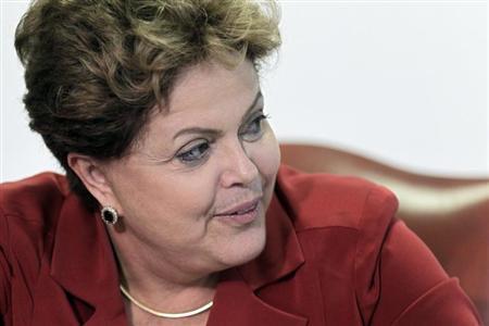 Dilma tem ampla vantagem em todos os cenários para eleição, aponta Ibope