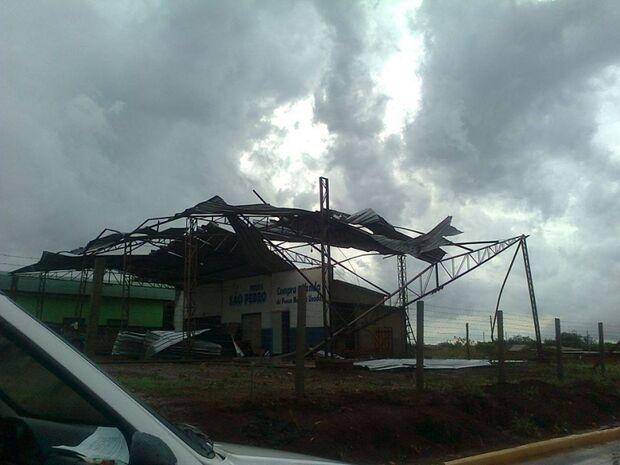 Meteorologista confirma passagem de tornado em Aral Moreira