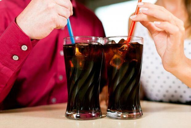 Tomar refrigerante aumenta as chances de câncer de útero