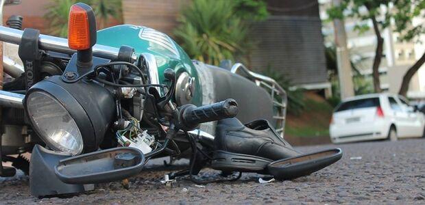 Motociclista é atingido por Palio na Afonso Pena e tem traumatismo craniano