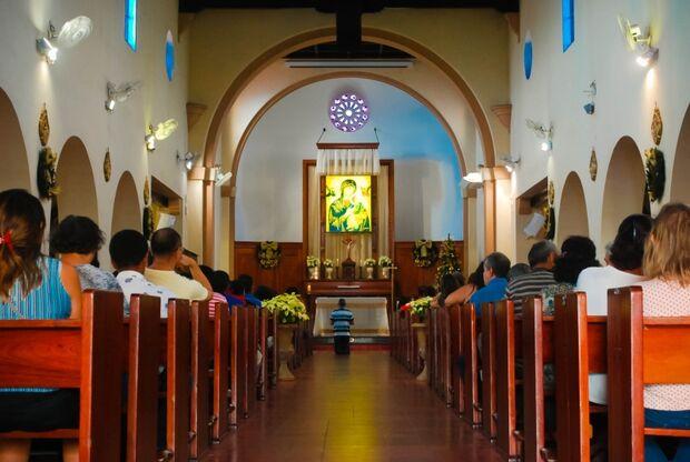 Fé reúne fiéis em novena consagrada de Natal
