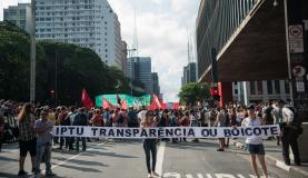 Protesto contra gastos da Copa do Mundo reúne mil pessoas