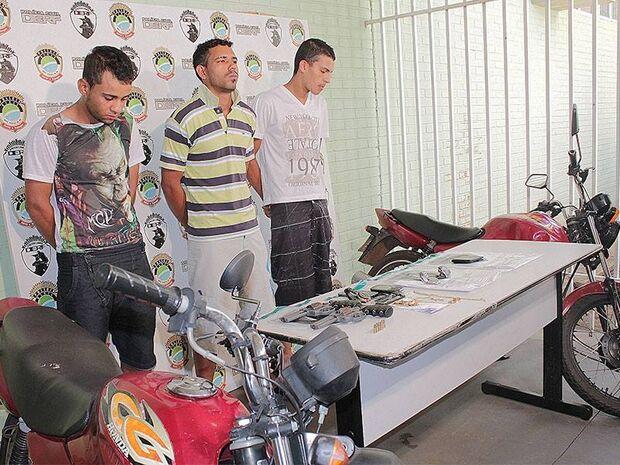 Trio que fez arrastão em lanchonete é apresentado pela polícia