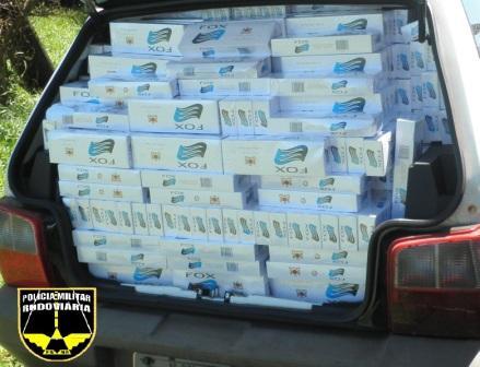 Policia Rodoviária apreende carro com 25 caixas de cigarros contrabandeados
