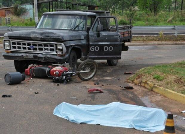 Colisão entre motocicleta e caminhonete deixa um morto em Alcinópolis