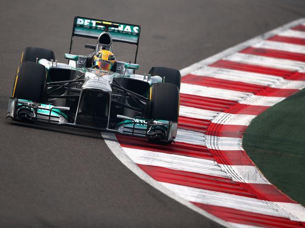 GP da Índia: Vettel é pole e vê Alonso largar apenas em 8º