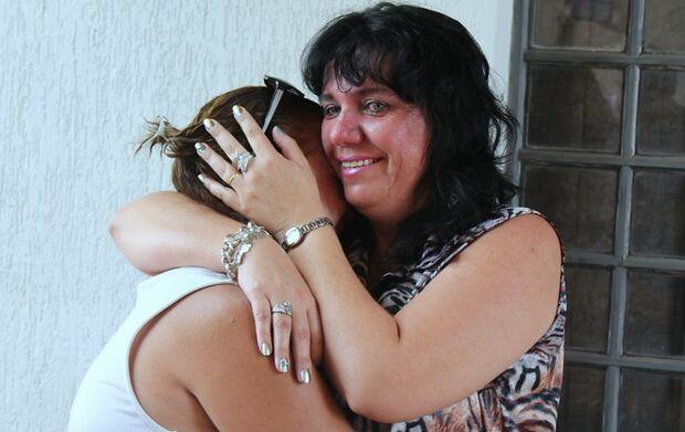 Amigas de infância, após 42 anos mulheres descobrem que são irmãs