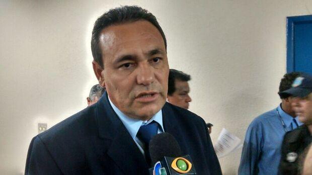´O Bernal tem que vir se defender, não fazer baderna´, afirma Carlão