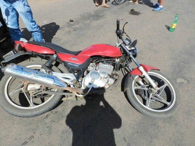 Motociclista tem fratura exposta em colisão com outra moto