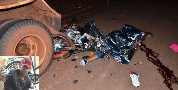 Adolescente morre ao colidir em traseira de um caminhão