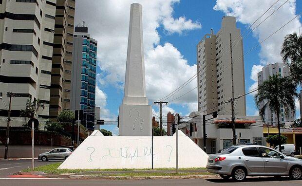 Após pichações, comunidade organiza 'rolezinho do bem' no Obelisco nesta tarde na Capital