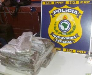 Jovem é preso com 16 tabletes de maconha 'para consumo próprio'