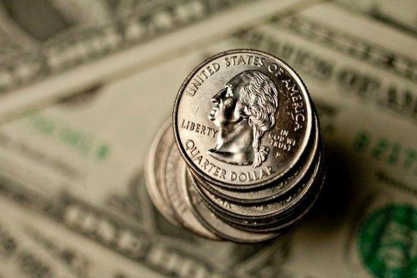 Dólar fecha quase estável, a R$ 3,271, após BC dos EUA manter taxa de juros