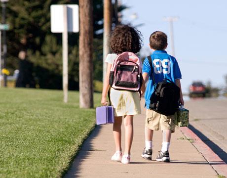 Limite de peso carregado em mochilas escolares será analisado pelo Senado