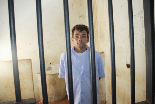 Homem volta para a cadeia após agredir o pai de 71 anos