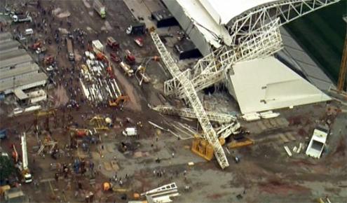 Estrutura em obra do estádio do Corinthians cai, mata 3 e fere 2