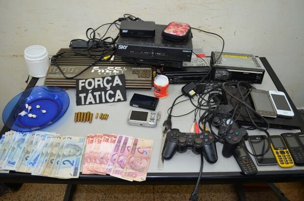 Traficante é preso após tentar jogar drogas em vaso sanitário