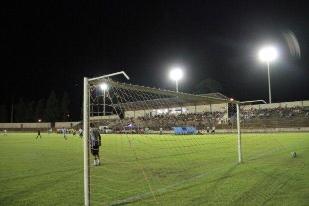 Com estádio interditado, Ivinhema enfrenta Mundo Novo no Andradão