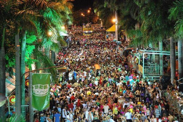 Blocos animam primeira noite de carnaval em Corumbá