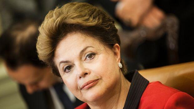 Dilma presta homenagem aos servidores públicos em mensagem