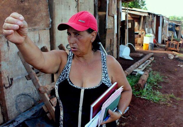 Famílias acampadas em terreno na Moreninha 3 afirmam que foram enganadas