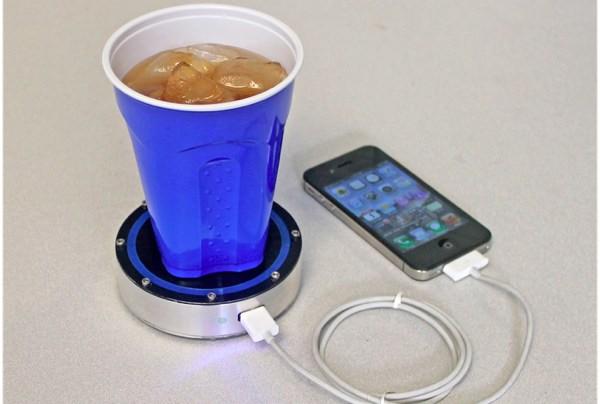 Produto carrega iPods, iPhones e aparelhos dotados de sistema Android com a energia gerada por uma c