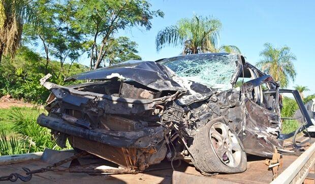 Colisão envolvendo um carro e uma carreta deixa feridos na BR-163