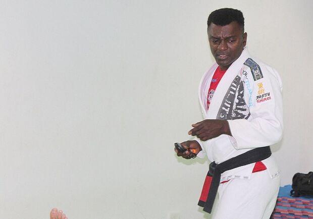 Campeão de jiu-jitsu dedica sua vida à formação de atletas