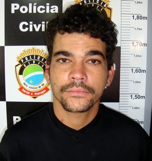 GARRAS prende acusado de tráfico de drogas fugitivo da Gameleira