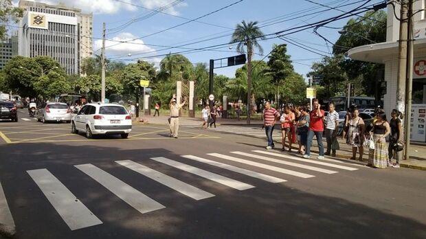Semáforo no cruzamento  da Afonso Pena com a 14 de julho causa transtorno no trânsito