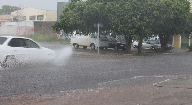 Previsão do Inmet é de chuva para próximos 3 dias na Capital