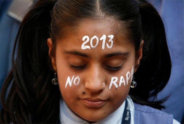 Índia presta homenagem à jovem que morreu há um ano após ser estuprada