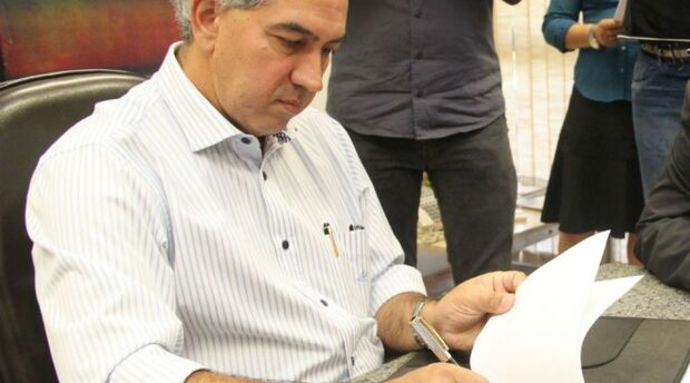 Reinaldo Azambuja sanciona lei que estrutura escolas indígenas do Estado