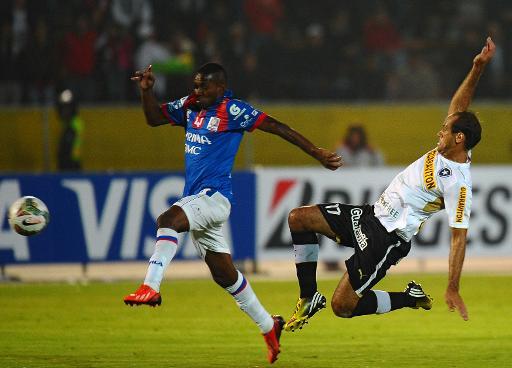 Botafogo e Atlético-PR decepcionam e estreiam com derrota