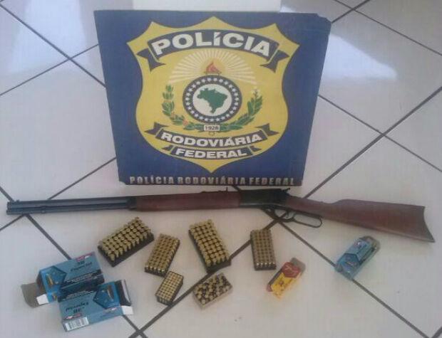 PRF apreende homem com arma e munições