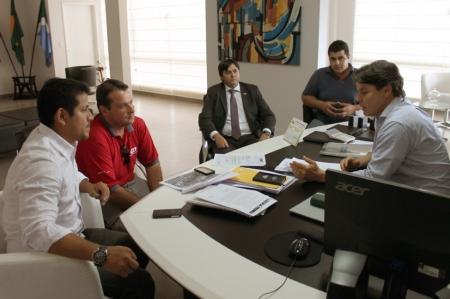 Paulo Duarte e direção da ALL discutem solução para faixa de domínio da empresa