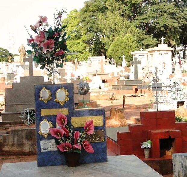 Cemitérios são preparados para o Dia de Finados em Campo Grande
