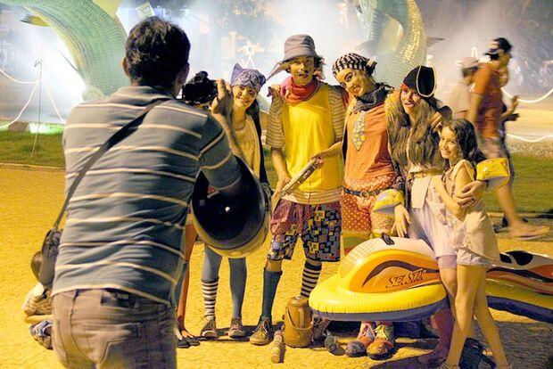 Praça central de Bonito vira ponto cultural e exibe arte para público internacional