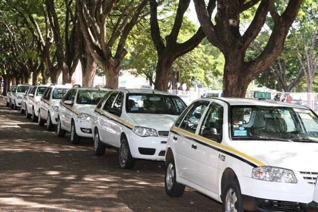 Taxista é assaltado por grupo de adolescentes na Capital